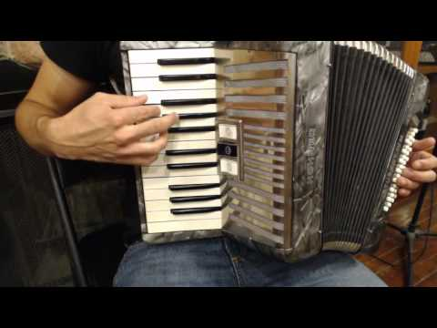How to Play a 32 Bass Accordion - Lesson 3 - Three Chord Song in C Minor - Katusha