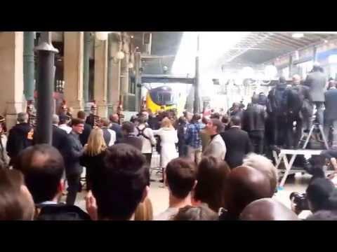 QUEEN ELIZABETH II ARRIVING IN PARIS GARE DU NORD
