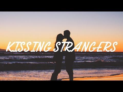 DNCE, Luis Fonsi - Kissing Strangers (Letra/Lyric Video) ft. Nicki Minaj