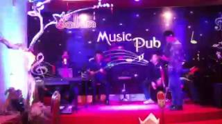 Chúc Mừng Sinh Nhật - Chủ quán G4U đàn hát tặng Vợ tròn 33