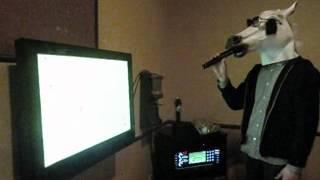 画面が見えないので、なかなか歌うのが大変です...。