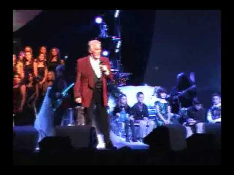 Kenny Rogers Christmas 2010 - O Holy Night (Ian and friends listening to Kenny)