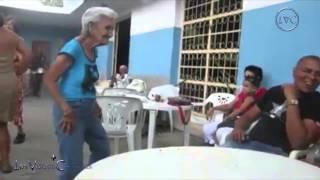 Viejitos bailando muy chistoso