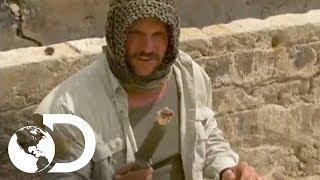 Cortando a cabeça de uma cobra mortal - Desafio em Dose Dupla l Discovery Channel