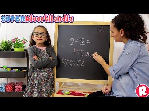 Un día de colegio en SUPERDivertilandia! Andrea y Raquel jugando al cole!