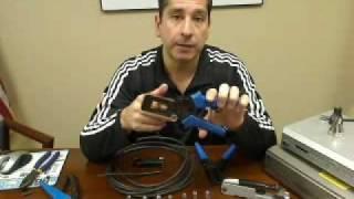 Як встановити роз'єм стиснення F за RG6 коаксіальний кабель з допомогою інструменту стиснення