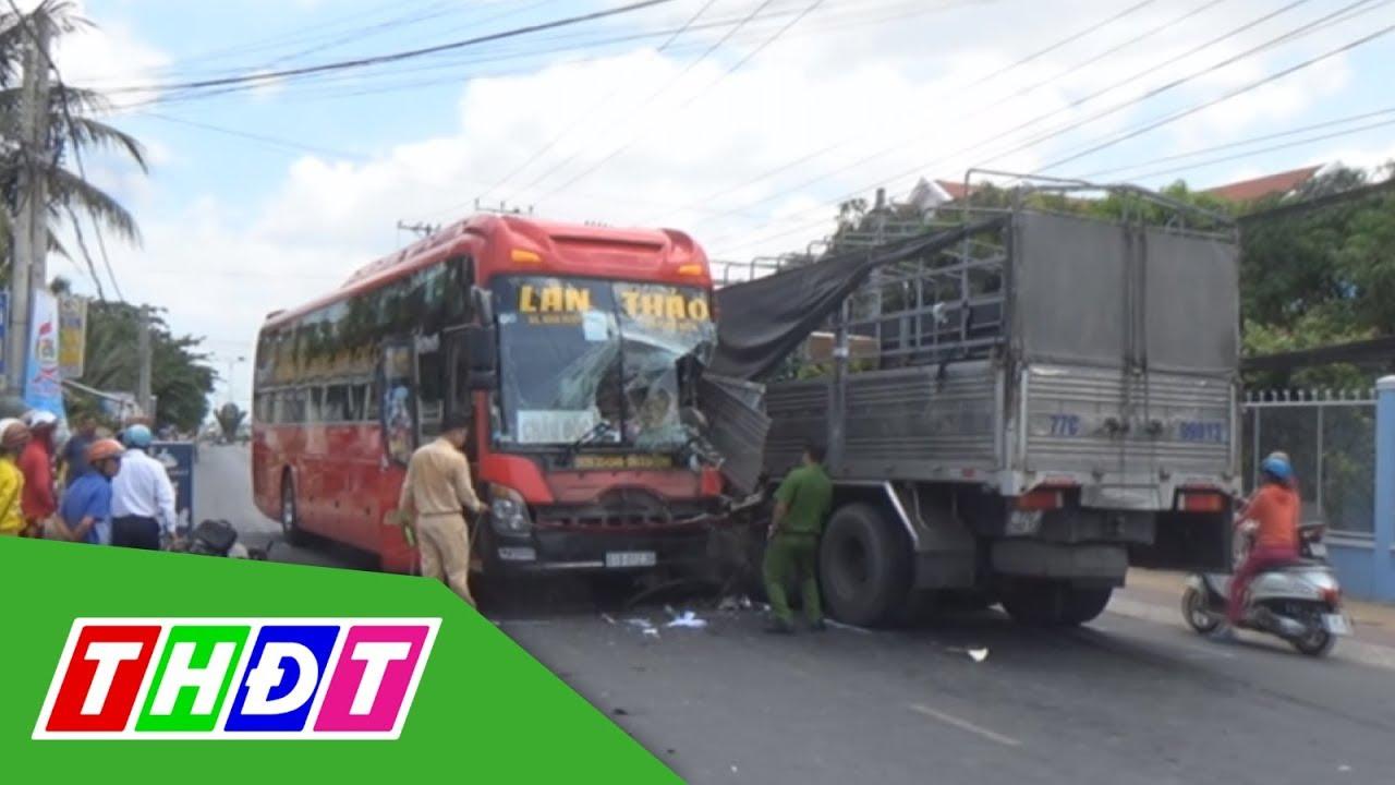 Tránh xe mô tô, xe khách tông xe tải ở Sa Đéc | THDT