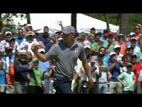 Jordan Spieth excites the crowd with a 28-footer at Shell