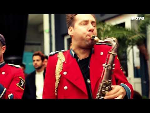 Meute - The Man With The Red Face | Live Plus Près De Toi