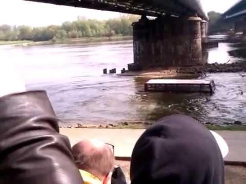 Autobus Spadł Do Wisły Z Mostu W Warszawie - Kręcą Film