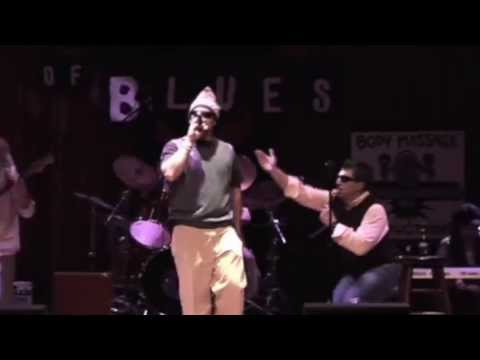 Rock The Sweater Vest At The House Of Blues (Live)