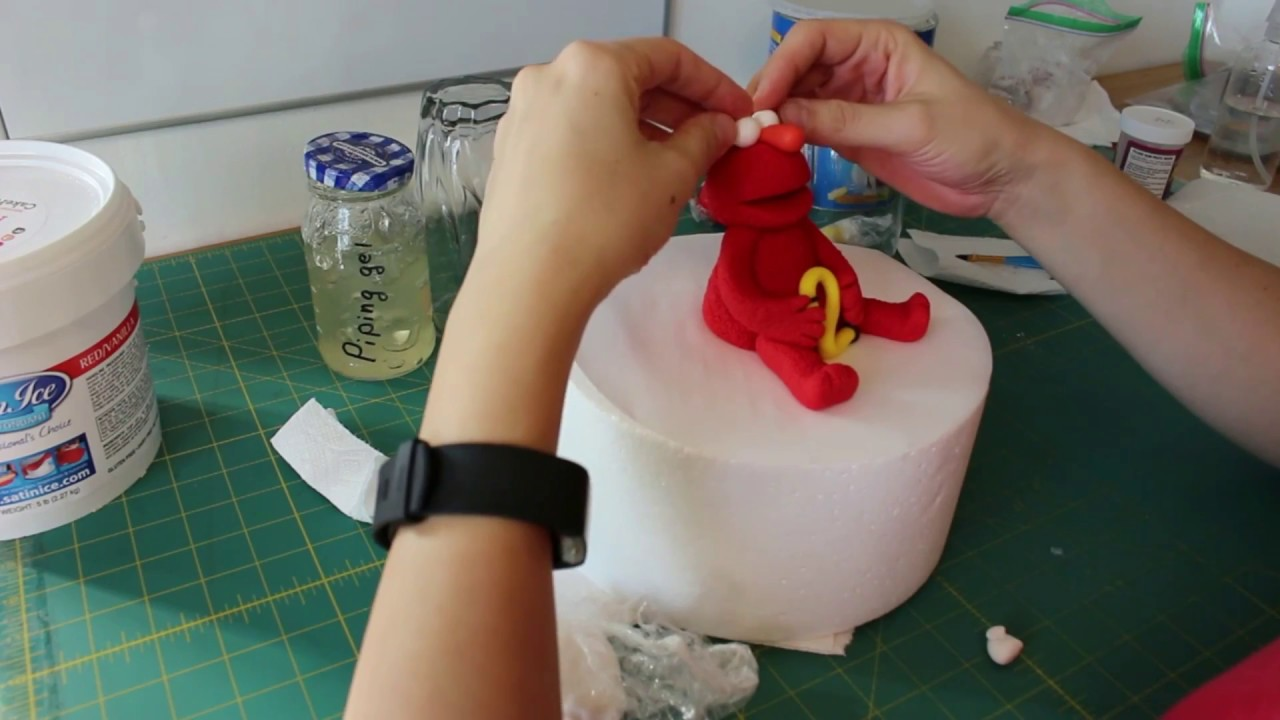 How To Make An Elmo Cake Topper