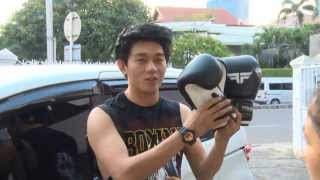 Entertainment News - Ivan Seventeen berlatih Muay Thai
