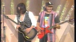 Download Lagu Wings - Perhentian (1994) LIVE mp3
