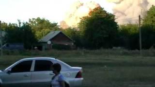 Видео взрывов на арсенале в г. Лозовая Харьковской обл(снято на 6-м микрорайоне с 9-го этажа (присутствует ненормативная лексика), 2011-01-22T16:38:19.000Z)