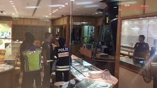 Four robbers ride off with RM1.2m worth of jewellery from goldsmith shop in Shah Alam