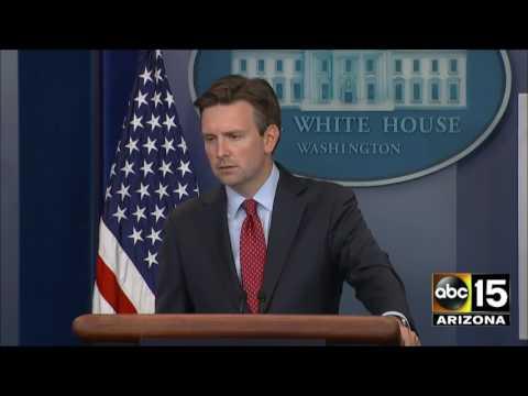 Media asks Josh Earnest to compare President Obama's response to Louisiana flood to Bush's Katrina