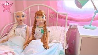 Elsa y Anna Rutina de mañana y llega Moana (Princesas Disney)