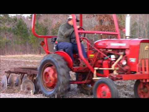 1979 International 140 Discing With The IH 122 .  Just Video