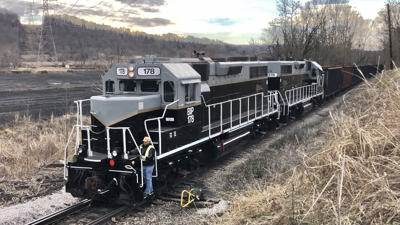 Train Climbs Steep Hill To Get 2 Last Customer At End Of Line Belpre Industrial Parkersburg Railroad