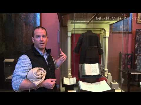 Trying on Ivan the Terrible's Hair Shirt at Moscow's State Historical Museum (Vlog)