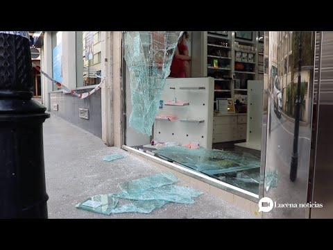 VÍDEO: Roban en la tienda Aromas, en pleno centro de Lucena, por el método del alunizaje