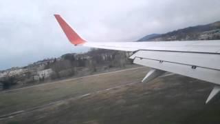 Посадка боинг 737 800 в Адлере. Сильный ветер
