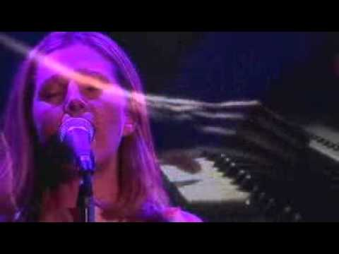 Saint Etienne (Sarah Cracknell) - Ready or Not (live 2000)