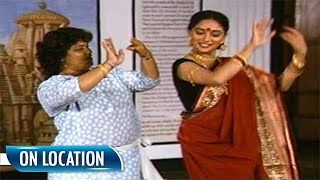 Madhuri Dixit And Saroj Khan Rehearsing On The Sets Of Sahibaan | Flashback Video