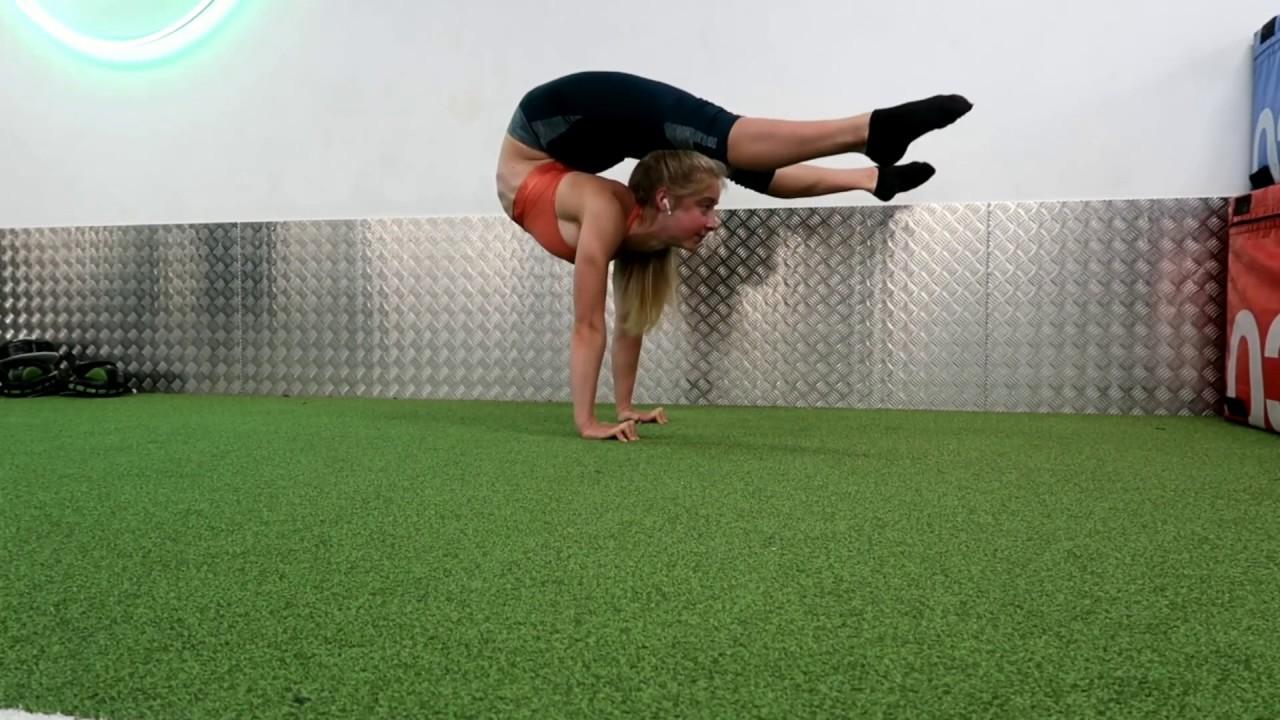 Contortion tear drop training with a handbalancing contortionist
