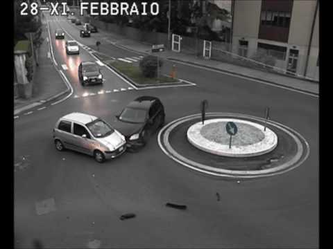 Incidenti stradali a Lecco: le peggiori manovre del 2016