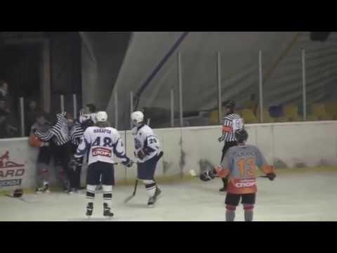 Драка: МХЛ: Андрей Белов (ХК Дмитров, №44) vs Радек Яноушек (Платина Кишинев)