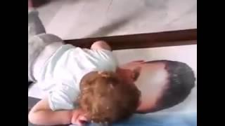 #مؤثر  #طفلة تنادي على صورة  والدها المتوفي وتبكي