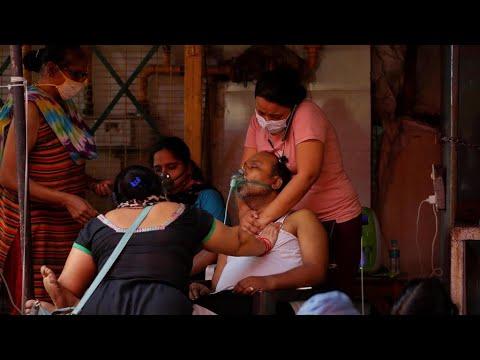 الهند: أكثر من 400 ألف إصابة يومية بفيروس كورونا تزامنا مع إطلاق حملات التطعيم للجميع