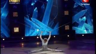 Украина мае талант 4 / Полуфинал №5 / Илона Окунькова(Эквилибристика на цепях., 2012-05-20T12:38:48.000Z)
