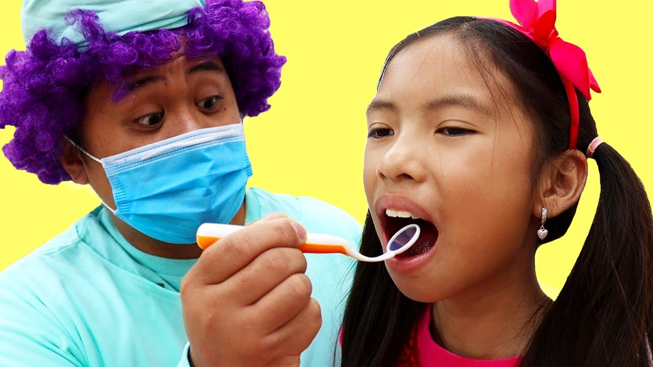 Wendy and Alex Pretend Play Going to the Dentist | Kids Eat Candy and Brush Teeth