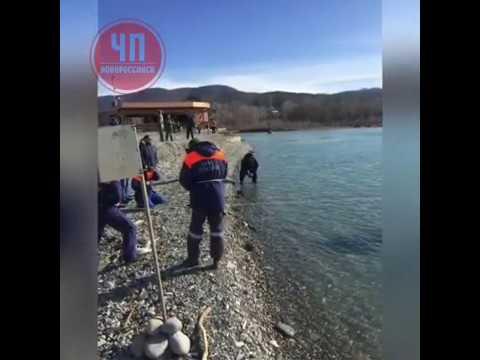 В Сочи водолазы начали поиск тел подростков, унесенных вчера в море