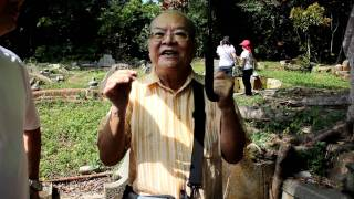 Mr GT Lye recites pantun & shares memories at Bukit Brown Cemetery (16 Oct 2011)
