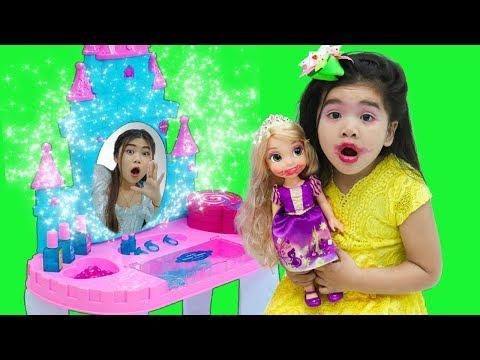 Suri Pretend Play DRESS UP w/ Kids Make Up Toys