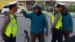 Tak Terima Ditilang, Pria Tua Emosi dan Caci Maki Petugas Kepolisian