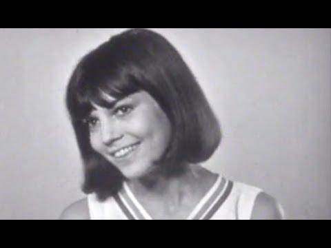Chantal Goya -  Une écharpe, une rose / C'est bien Bernard (1965)