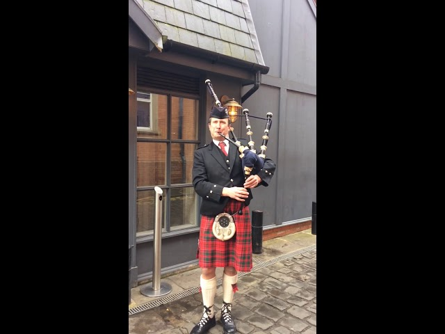 Book Malcolm Smith, Bagpiper in Preston - Encore Musicians