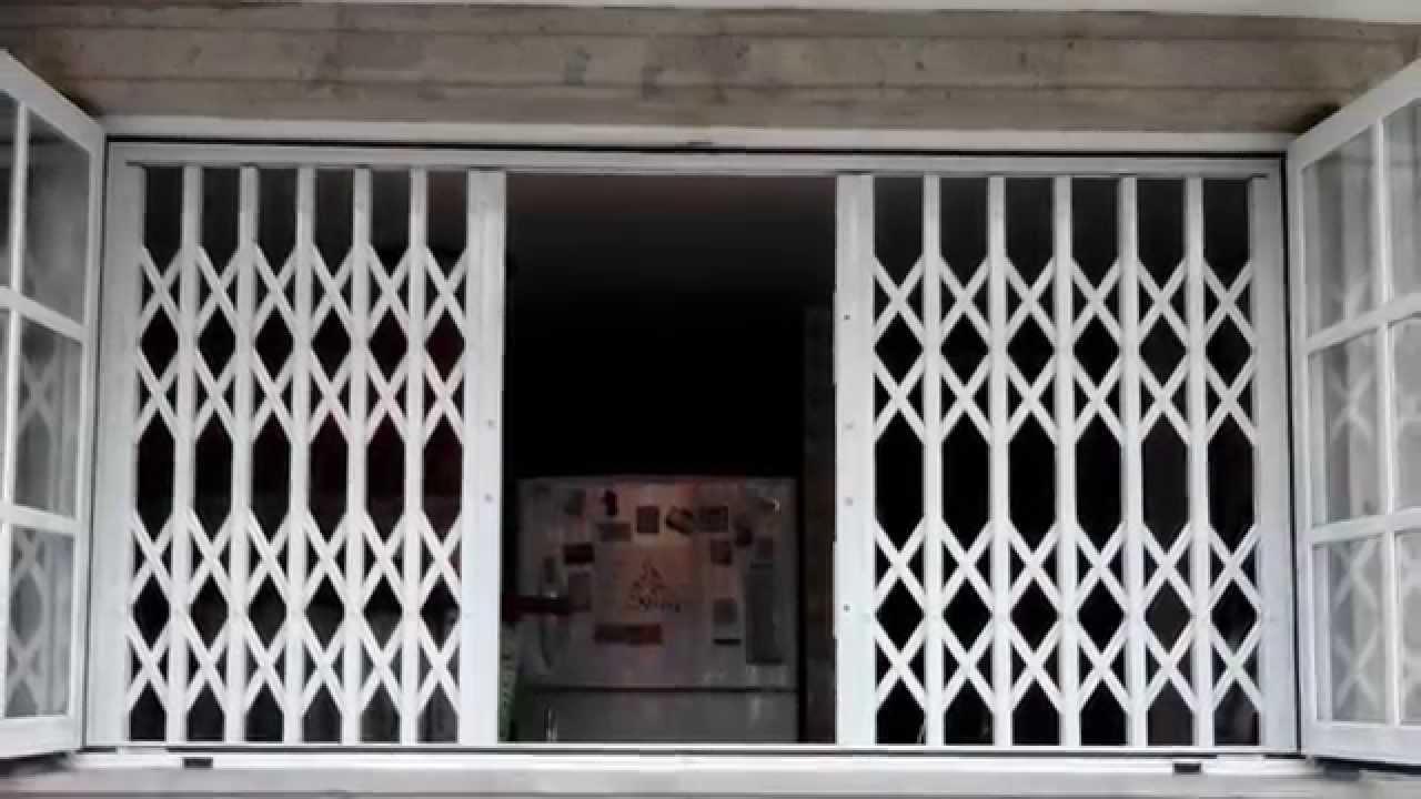 Rejas plegables y de ballesta youtube for Puertas corredizas metalicas