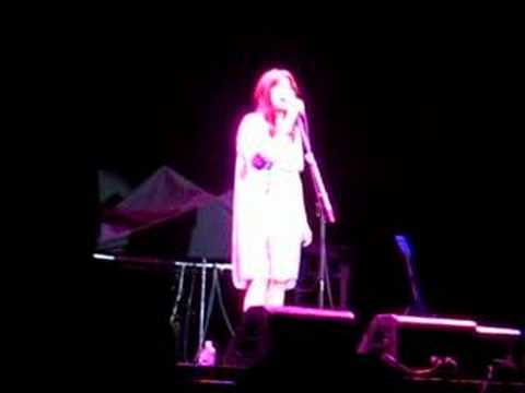 Mandy Moore Moonshadow Clip Brisbane 09/03/08