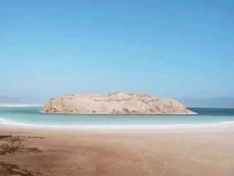 Djibouti Ardoukoba crack africa oceanic dorsal Assal lake Abbe lake and chemney