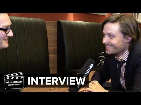 """Interview mit Tom Schilling und Emilia Schüle zum Film """"Tod den Hippies - Es lebe der Punk!"""""""
