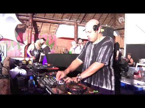 Dennis Ferrer playing Sabb - One of Us feat. Forrest (Dennis Ferrer Remix)
