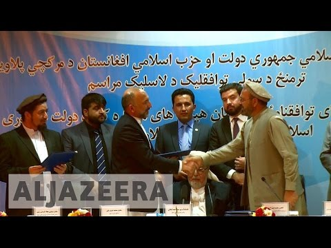 Afghan government signs peace deal with armed group