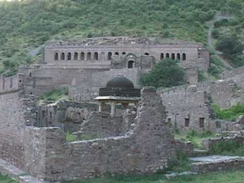 Indian Ghost Town of Bhangarh: Country's List of Haunted Places Travel Video