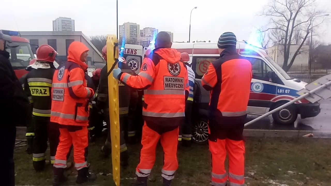 Akcja ratunkowa podczas wypadku na al. Tysiąclecia w Lublinie.